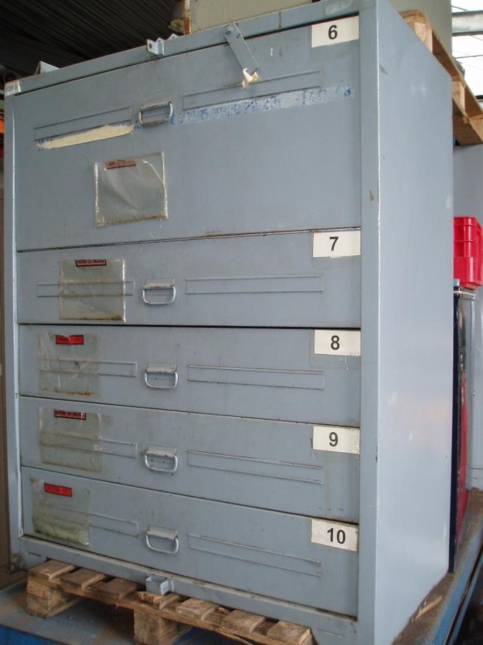 Metalen kasten meerdere schuiven   Ijzeren bureau materiaal   Tweedehands materiaal   Oude