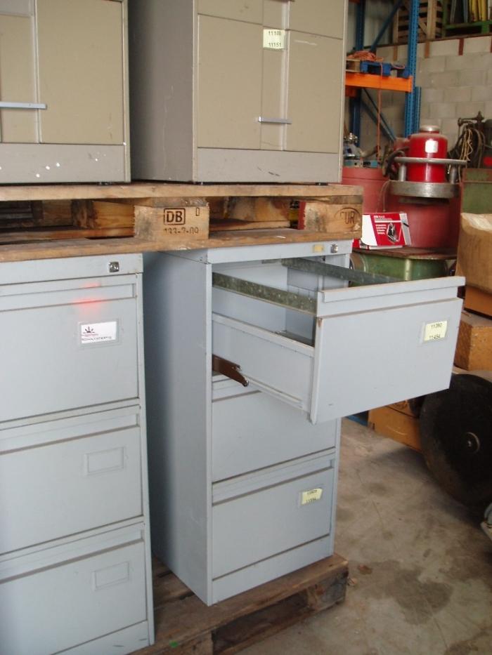 Ladenkasten (dossierkasten) 3 schuiven   Ijzeren bureau materiaal   Tweedehands materiaal   Oude
